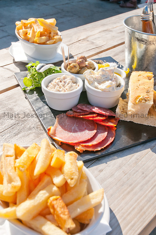 Tapas and Chips 01