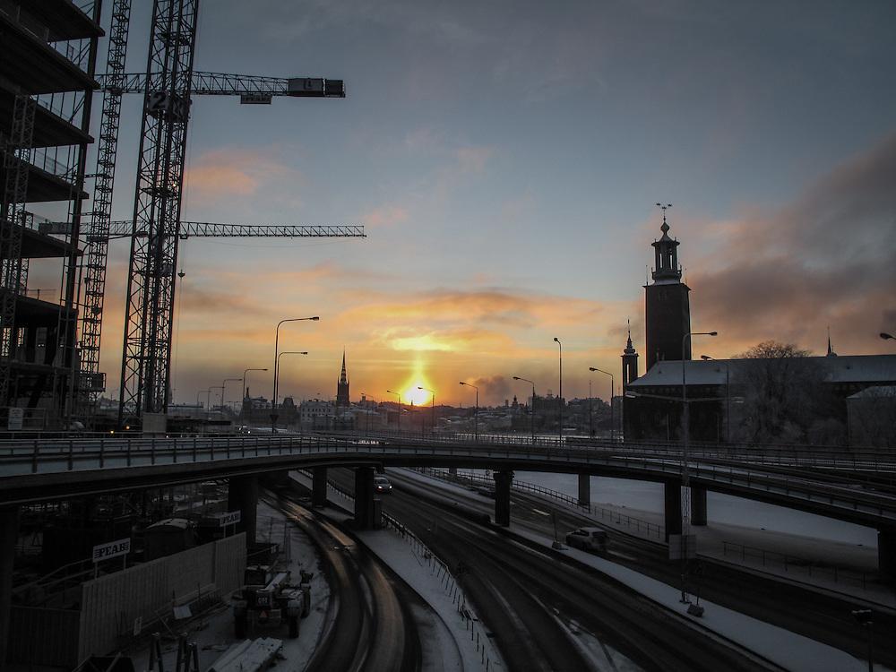i januar och solnedgång