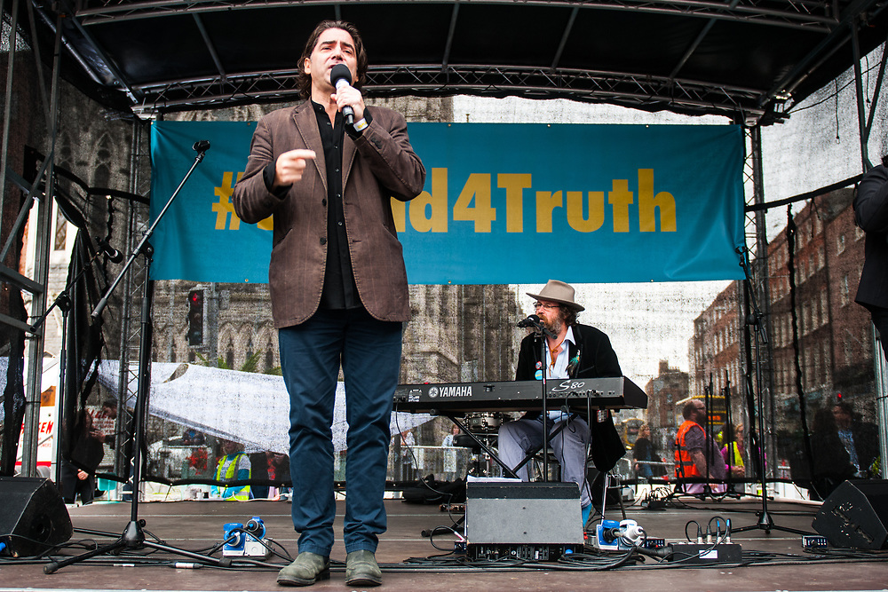 """Dublin, Ireland. 26th August, 2018. <br /> Brian Kennedy sings a revisited 'Imagine' at the Stand4Truth protest during the second of the two-days of the visit of Pope Francis in Dublin, Ireland.<br /> Pope Francis has made a two-day visit to the Republic of Ireland by celebrating a Mass at Dublin's Phoenix Park. The Argentine Pope asked forgiveness for the """"abuses in Ireland, abuses of power, conscience and sexual abuses"""" perpetrated by Church leaders. It was the first papal visit to Ireland for 39 years. During his activities many activists, victims and survivors have made protests and a silent march Garden of Remembrance towards the last Magdalene Laundry to close in Ireland.<br />  © Simone Padovani"""