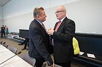 08 OCT 2013, BERLIN/GERMANY:<br /> Hermann Groehe (L), CDU Generalsekretaer, und Volker Kauder (R), CDU, CDU/CSU Fraktionsvorsitzender, im Gespraech, vor Beginn der CDU/CSU Fraktionssitzung, Deutscher Bundestag<br /> IMAGE: 20131008-01-006<br /> KEYWORDS: Sitzung, Fraktion, Hermann Gröhe