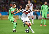 Fotball<br /> Tyskland v Algerie<br /> 30.06.2014<br /> VM 2014<br /> Foto: Witters/Digitalsport<br /> NORWAY ONLY<br /> <br /> v.l. Saphir Taider, Toni Kroos (Deutschland)<br /> Fussball, FIFA WM 2014 in Brasilien, Achtelfinale, Deutschland - Algerien