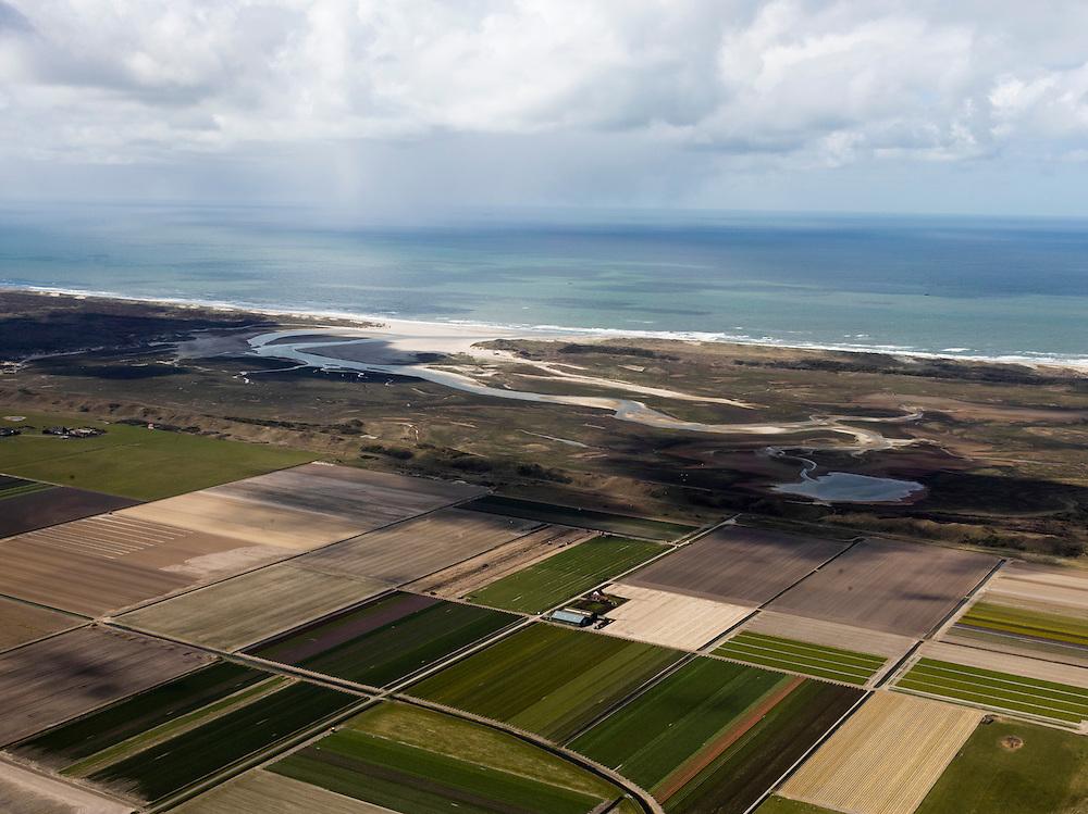 Nederland, Noord-Holland, Texel, 16-04-2012; Polder Eijerland met De Slufter, gezien in westelijk richting, naar de Noordzee..Het natuurgebied, een duinvalllei met kreken, is ontstaan doordat de duinen in het verleden doorgebroken zijn. De Sluftervallei staat in open verbinding met de Noordzee en wordt beïnvloed door eb en vloed..Polder and natural area The Slufter, beach and dunes of the isle of Texel. Coast of the Northsea. .luchtfoto (toeslag), aerial photo (additional fee required);.copyright foto/photo Siebe Swart