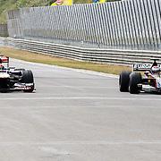 NLD/Zandvoort/20150628 - F1 demo Max Verstappen in de Toro Rosso, Max Verstappen in zijn racewagen racend tegen zijn vader Jos Verstappen in zijn Minardi