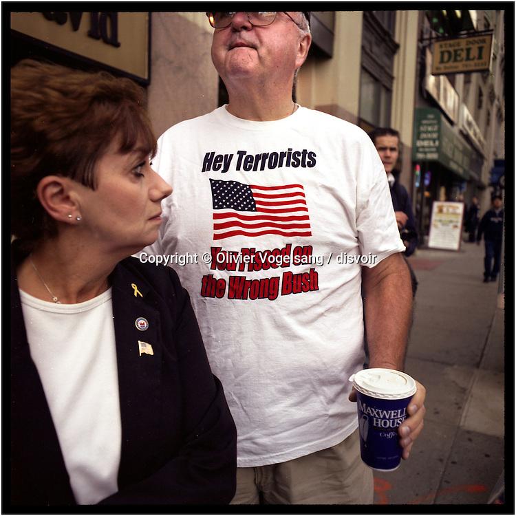 New York, 11.09.04. Ground Zero. Commémoration des attentats sur les deux tours du WTC.