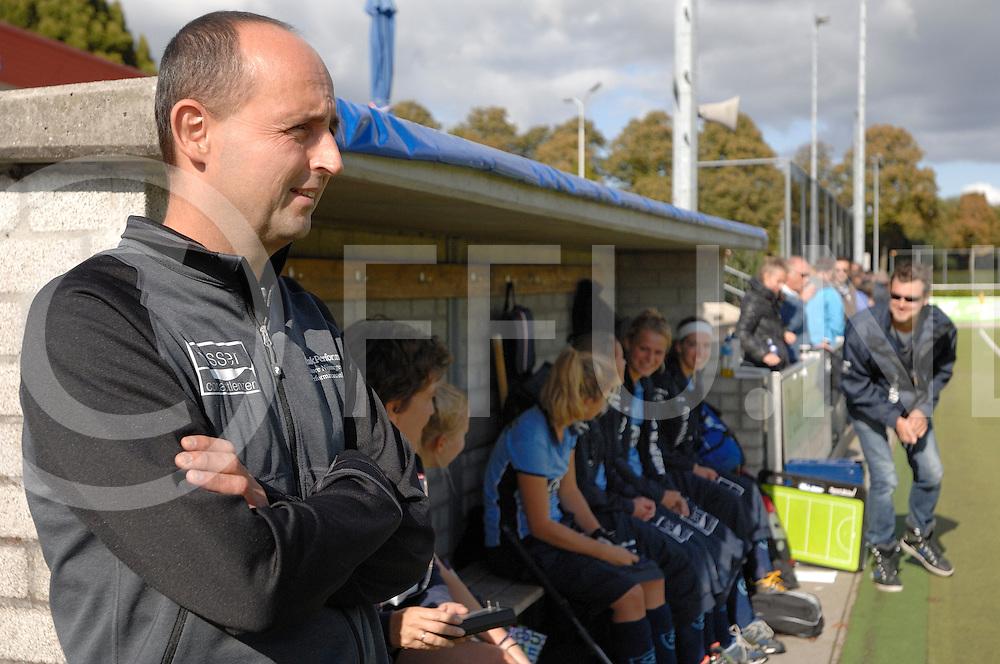 NIJMEGEN - Nijmegen-Pinoke dames.<br /> Hoofdklasse dames<br /> Foto: coach NIjmegen Rob Haantjes.<br /> FFU PRESS AGENCY COPYRIGHT FRANK UIJLENBROEK