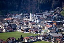 22.03.2020, Zell am Ziller, AUT, Coronavirus Krise, Osttirol. Das Land Tirol hat alle Personen, die sich in der Woche vom 8. bis 15. März in Bars und Aprs-Ski-Lokalen im Zillertal aufgehalten haben, dazu aufgerufen, besonders auf den Gesundheitszustand zu achten und bei Symptomen die Gesundheitsberatung 1450 zu kontaktieren. Im Bild Übersicht auf Zell am Ziller // overview Zell am Ziller. The State of Tyrol has called on all people who were in bars and après-ski bars in the Zillertal during the week from March 8th to 15th to pay special attention to their health and to contact the 1450 health counseling service if they experience symptoms. Zell am Ziller, Austria on 2020/03/22. EXPA Pictures © 2020, PhotoCredit: EXPA/ Johann Groder