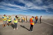 De derde racedag. In Battle Mountain (Nevada) wordt ieder jaar de World Human Powered Speed Challenge gehouden. Tijdens deze wedstrijd wordt geprobeerd zo hard mogelijk te fietsen op pure menskracht. De deelnemers bestaan zowel uit teams van universiteiten als uit hobbyisten. Met de gestroomlijnde fietsen willen ze laten zien wat mogelijk is met menskracht.<br /> <br /> In Battle Mountain (Nevada) each year the World Human Powered Speed Challenge is held. During this race they try to ride on pure manpower as hard as possible.The participants consist of both teams from universities and from hobbyists. With the sleek bikes they want to show what is possible with human power.