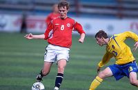 Fotball; 12 september 2006; Tromsø; Alfheim Stadion; G15; Landskamp Norge - Sverige 1-1; Norges Gisle Myhre (Tornado Måløy) og Sveriges Liridon Kalludra (t.h.)