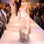 NLD/Amsterdam/20060402 - Modeshow Chick on a Mission Winter 2006, model, mannequin, catwalk, Marielle Bastiaansen