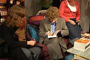 Maart is in de Bijenkorf Literaire Boekenmaand met traditioneel een speciale uitgave. Arnon Grunberg schreef dit jaar exclusief voor de Bijenkorf de novelle Het aapje dat geluk pakt. Arnon Grunberg signeert zijn werk in de sfeer van deze Bijenkorfnovelle Het aapje dat geluk pakt in de Bijenkorf Boekhandel.