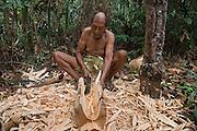 Carving bench<br /> Po Tum<br /> Wai Wai territory, region 9<br /> Gunns<br /> Konashen<br /> GUYANA<br /> South America