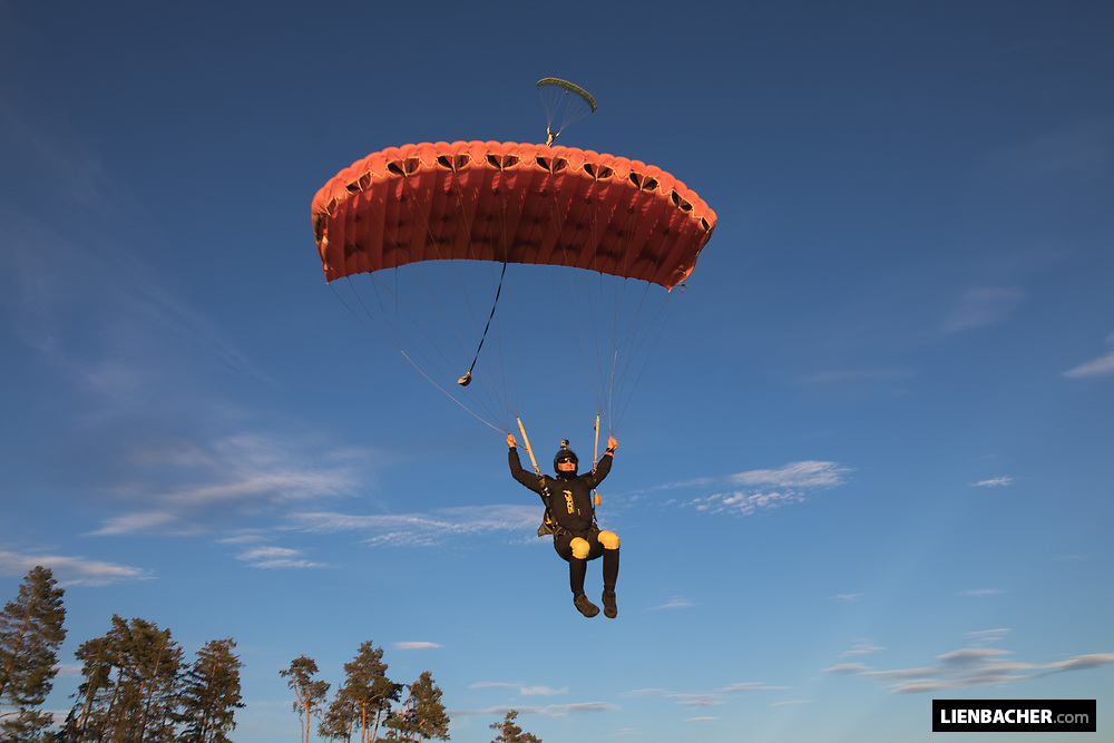 Skydiving in Fromberg with the Pink Skyvan