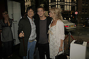 Ronnie Wood, ty Wood and Jo Wood, Ronnie Wood, private view. Scream, 34 Bruton Street, London, W1, 23 August 2006. ONE TIME USE ONLY - DO NOT ARCHIVE  © Copyright Photograph by Dafydd Jones 66 Stockwell Park Rd. London SW9 0DA Tel 020 7733 0108 www.dafjones.com