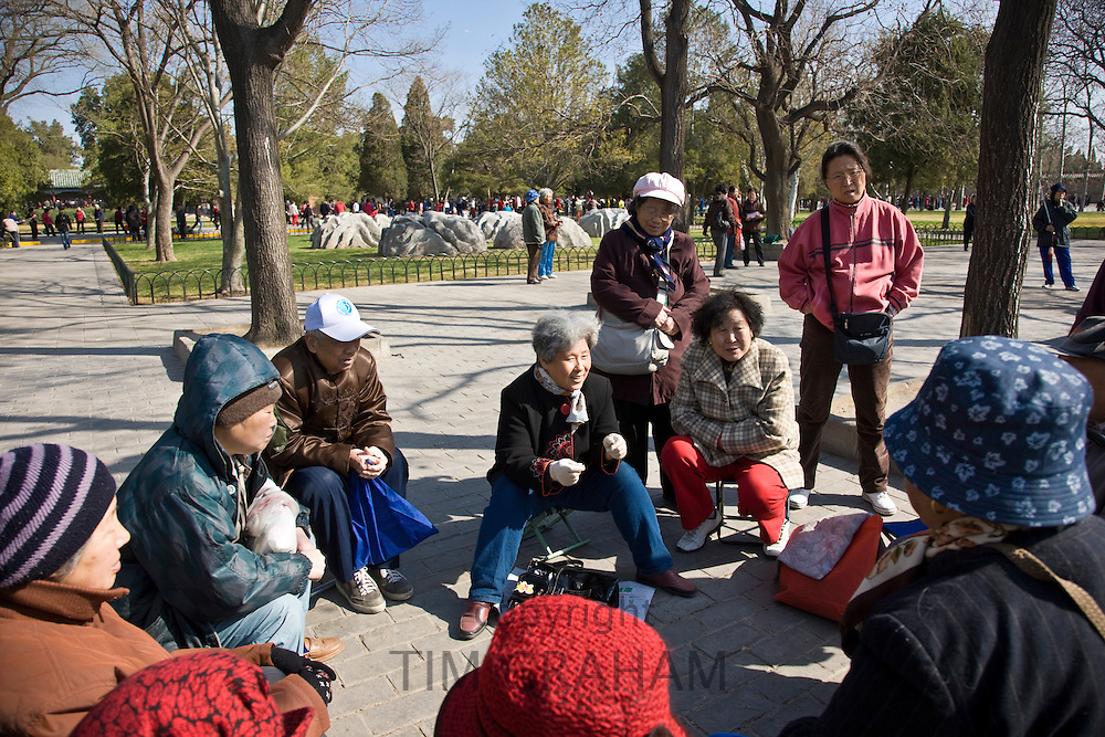 Elderly discussion group on healthy living, in park of the Temple of Heaven, Beijing, China