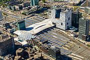 Nederland, Utrecht, Utrecht, 13-05-2019; overzicht Station Utrecht Centraal met overkapping van de perrsons en het aanpalende Stadskantoor Gemeente Utrecht.<br /> Utrecht Central Station and surroundings.<br /> <br /> luchtfoto (toeslag op standard tarieven);<br /> aerial photo (additional fee required);<br /> copyright foto/photo Siebe Swart