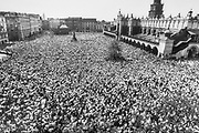 """""""Bialy Marsz"""" w intencji wyzdrowienia rannego w zamachu Jana Pawla II. Rynek Główny 17.05.1981 rok, KrakÛw."""