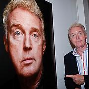NLD/Amsterdam/20110926 -Onthulling foto's van Nederlandse acteurs in het DelaMar theater, Andre van Duin en partner Martin