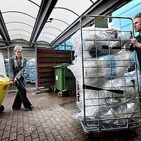Nederland, Amsterdam , 12 februari 2015.<br /> Het OLVG ziekenhuis heeft de duurzaamheidstempel gekregen voor o.a. het scheiden van afval (zie foto.)<br /> Op de achtergrond milieucoordinator Ellen Parma in het afvaldepot.<br /> Foto:Jean-Pierre Jans