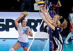28-09-2015 NED: Volleyball European Championship Polen - Slovenie, Apeldoorn<br /> Polen wint met 3-0 van Slovenie / Monika Potokar, Agnieszka Bednarek - Kasza #6<br /> Photo by Ronald Hoogendoorn / Sportida