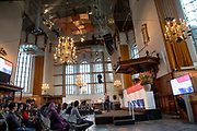 Koning Willem-Alexander tijdens de 10e landelijke Naturalisatiedag. Bij de landelijke Naturalisatiedag leggen de naturalisanten tijdens een feestelijke ceremonie een Verklaring van Verbondenheid af.<br /> <br /> King Willem-Alexander at the 10th national Naturalisation. In rural Naturalisation explain the naturalization ingredients at a ceremony on a Declaration of Solidarity.