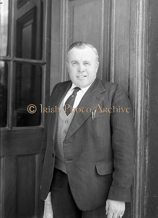 26/03/1957<br /> 03/26/1957<br /> 26 March 1957<br /> Deputies arriving at Dail Eireann, Leinster House, Dublin for first time after the 1957 General Election. A.A. Healy T.D., (Cork City).