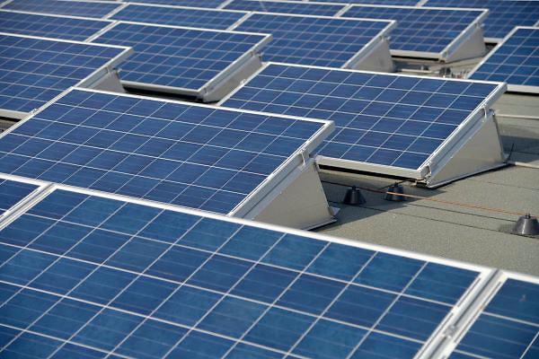 Nederland, Nijmegen, 20-2-2013Het dak van een gebouw in de Waalsprong wordt gebruikt om zonnestroom op te wekken.Foto: Flip Franssen/Hollandse Hoogte
