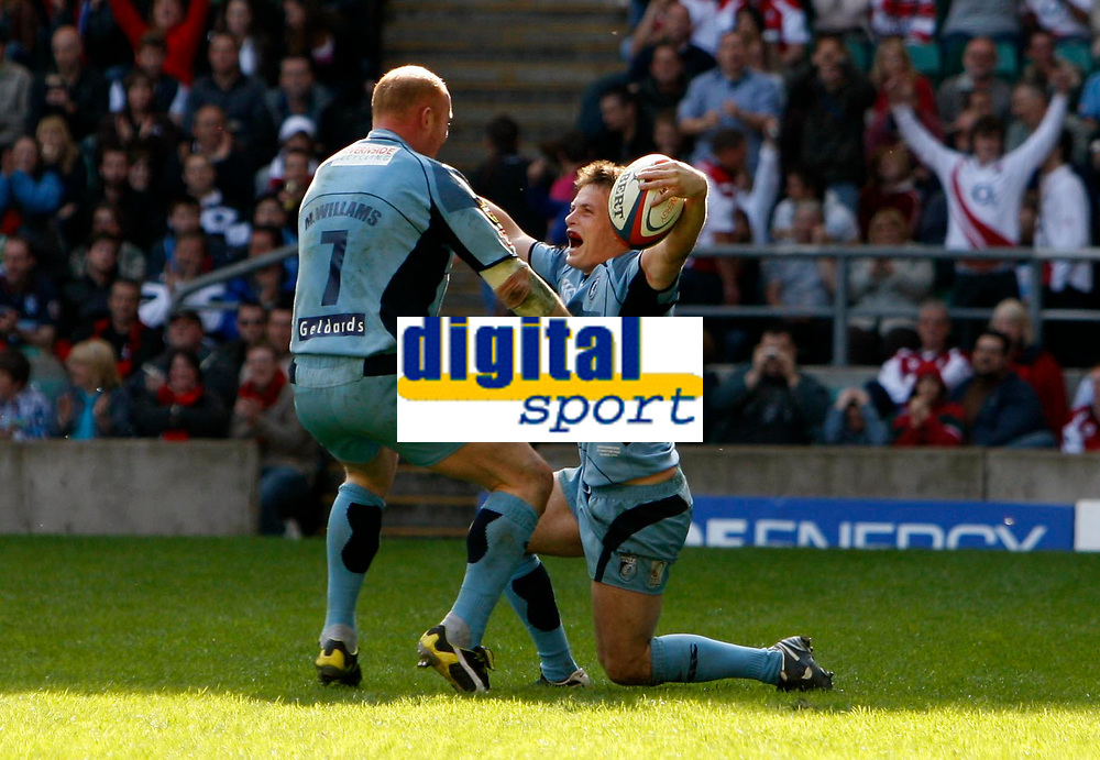 Photo: Richard Lane/Richard Lane Photography. Gloucester Rugby v Cardiff Blues. Anglo Welsh EDF Energy Cup Final. 18/04/2009. Blues' Ben Blair celebrates his try with Martyn Williams.