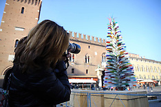 20151201 ALBERO DI NATALE DI VETRO A FERRARA