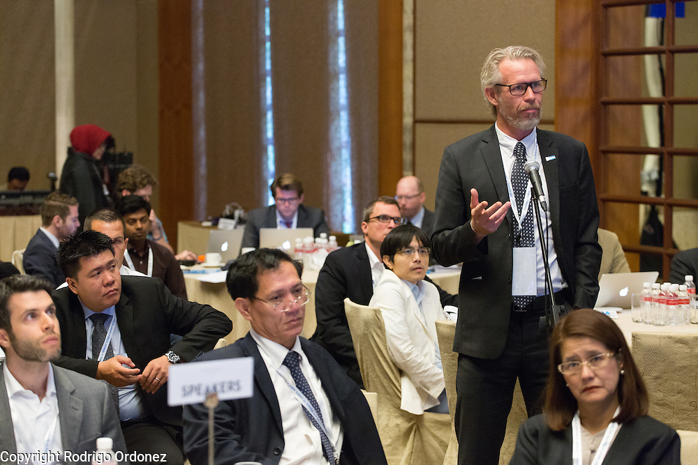 Dr Knut Lönnroth, Senior Medical Officer for the WHO (right), asks a question at the global summit on diabetes and tuberculosis in Bali, Indonesia, on November 2, 2015.<br /> The increasing interaction of TB and diabetes is projected to become a major public health issue.The summit gathered a hundred public health officials, leading researchers, civil society representatives and business and technology leaders, who committed to take action to stop this double threat. (Photo: Rodrigo Ordonez for The Union)