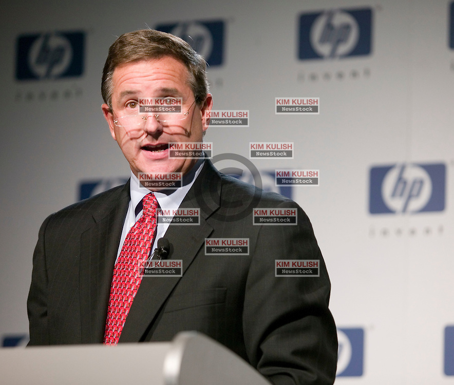 Mark Hurd, President and CEO of Hewlett Packard, announces his new role as HP chairman after Patricia Dunn stepped down from the position, in Palo Alto, Calif., Friday, Sept. 22, 2006. Hurd, along with other HP employees, plan to testify at congressional hearing in relation to the boardroom spying scandal on Sept. 28. Photo by Kim Kulish