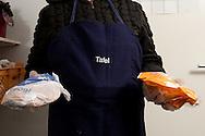 Die Wilhelmsburger Tafel erhält von Supermärkten und Läden Lebensmittel als Spende und gibt diese an Menschen mit geringem Einkommen weiter<br /> Als Voraussetzung für den Bezug sollten Sie bedürftig sein und aus Wilhelmsburg kommen.<br /> Die Wilhelmsburger Tafel ist ein Projekt,  das durch eine Vielzahl von Ehrenamtlichen Helfern unterstützt wird.