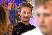 Prinses Mabel en prinses Beatrix tijdens de uitreiking van de derde Prins Friso Ingenieursprijs. De uitreiking vindt plaats op de TU Delft die dit jaar haar 175-jarig jubileum viert. <br /> <br /> Princess Mabel and Princess Beatrix during the award of the third Prince Friso Engineer Award. The ceremony takes place at TU Delft, celebrating its 175th anniversary this year.<br /> <br /> Op de foto / On the photo:  Prinses Mabel