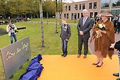 Koningin Beatrix opent Waldheim-mavo en Het Baarnsch Lyceum