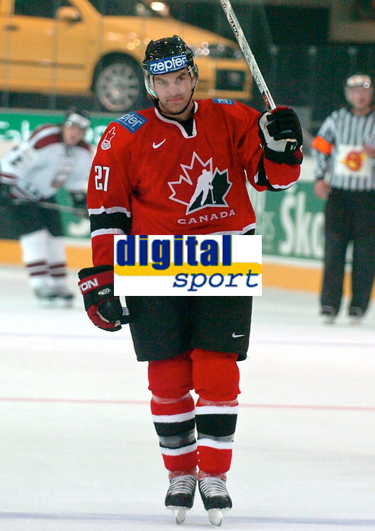 ◊Copyright:<br />GEPA pictures<br />◊Photographer:<br />Andreas Troester<br />◊Name:<br />Boyle<br />◊Rubric:<br />Sport<br />◊Type:<br />Eishockey<br />◊Event:<br />IIHF Eishockey WM 2005, Lettland vs Kanada, LAT vs CAN<br />◊Site:<br />Innsbruck, Austria<br />◊Date:<br />30/04/05<br />◊Description:<br />Dan Boyle (CAN)<br />◊Archive:<br />DCSTR-3004051836<br />◊RegDate:<br />30.04.2005<br />◊Note:<br />8 MB - BG/BK - Nutzungshinweis: Es gelten unsere Allgemeinen Geschaeftsbedingungen (AGB) bzw. Sondervereinbarungen in schriftlicher Form. Die AGB finden Sie auf www.GEPA-pictures.com. Use of pictures only according to written agreements or to our business terms as shown on our website www.GEPA-pictures.com