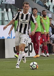 August 19, 2017 - Turin, Italy - Stephan Lichtsteiner during Serie A match between Juventus v Cagliari, in Turin, on August 19, 2017  (Credit Image: © Loris Roselli/NurPhoto via ZUMA Press)