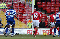 Fotball<br /> England 2004/2005<br /> Foto: SBI/Digitalsport<br /> NORWAY ONLY<br /> <br /> Nottingham Forest v Queen's Park Rangers<br /> Coca Cola Championship. 04/12/2004.<br /> <br /> Nottingham Forest's Andy Reid (#7) gives his side the lead as he follows up from the penalty.