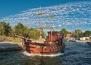 Rowy, 2018.08.04. Rybacki port morski RowymorskinadMorzem Bałtyckim usadowiony na ujściowym odcinku rzekiŁupawy. Kutrymiejscowych rybaków pływają z sygnaturą ROW naburcie.