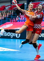 Kelly Dulfer of Netherlands, Camila Micijevic of Croatia in action during the Women's EHF Euro 2020 match between Croatia and Netherlands at Sydbank Arena on december 06, 2020 in Kolding, Denmark (Photo by RHF Agency/Ronald Hoogendoorn)