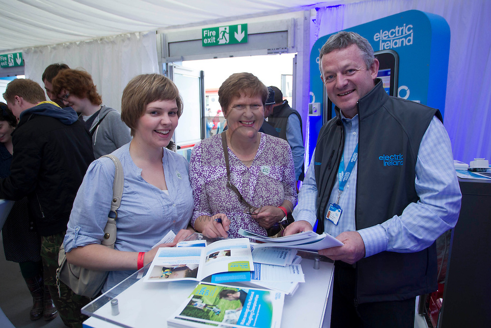 Deirdre and Marian Quinlivan from Tulla Co Clare with Michael Moore of electric Ireland