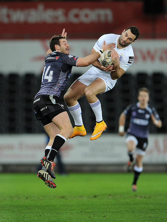 Leinster's Dave Kearney catches the high ball while under pressure from Ospreys' Tom Grabham<br /> <br /> Photographer Ian Cook/CameraSport<br /> <br /> Rugby Union - Guinness PRO12 - Ospreys V Leinster - Friday 27th February 2015 - Liberty Stadium - Swansea<br /> <br /> © CameraSport - 43 Linden Ave. Countesthorpe. Leicester. England. LE8 5PG - Tel: +44 (0) 116 277 4147 - admin@camerasport.com - www.camerasport.com