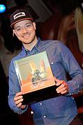 Presentatie 11e editie Top 40 Hitdossier en lancering nieuwe website www.top40.nl in De Vorstin, Hilversum.<br /> <br /> Op de foto:  Gers Pardoel met een award voor zijn hit Ik neem je mee, die onlangs de status 'succesvolste Nederlandstalige song allertijden' bereikte