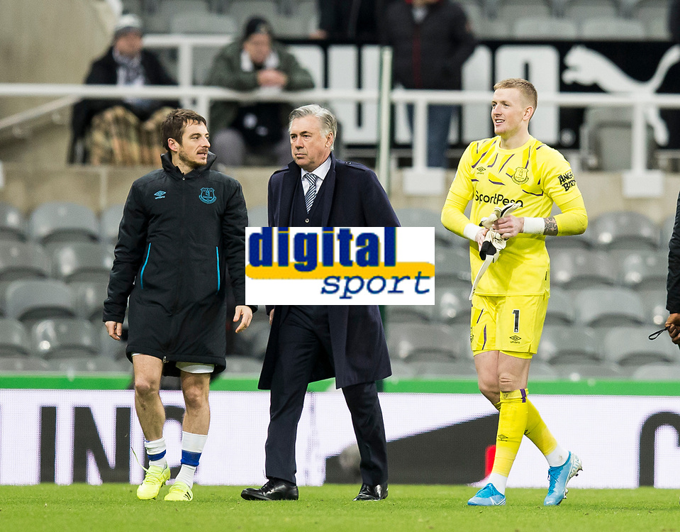 Football - 2019 / 2020 Premier League - Newcastle United vs. Everton<br /> <br /> Jordan Pickford of Everton and Everton manager Carlo Ancelotti at full time, at St James' Park Stadium.<br /> <br /> COLORSPORT/BRUCE WHITE