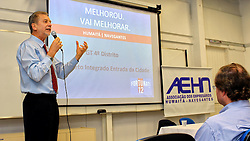 O candidato à reeleição pelo PDT em Porto Alegre, José Fortunati, durante palestra para a Associação das Empresas dos Bairros Humaitá e Navegantes . FOTO: Jefferson Bernardes/Preview.com