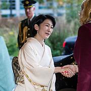 NLD/Den Haag/20181024 - Prinses Akishino en prinses Margriet openen 49th Union World Conference on Lung Health, Prinses Akishino begroet Burgermeester Pauline Krikke