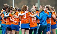 BLOEMENDAAL - hockey - Competitie Landelijk meisjes : Bloemendaal MB1-Den Bosch MB1 (1-1). Huddle Bloemendaal. COPYRIGHT KOEN SUYK