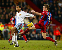 Fotball<br /> Premier League England 2004/2005<br /> Foto: SBI/Digitalsport<br /> NORWAY ONLY<br /> <br /> 03.01.2005<br /> <br /> Crystal Palace v Aston Villa<br /> <br /> Nolberto Solano of Villa and Danny Granville of Palace tussle for the ball.