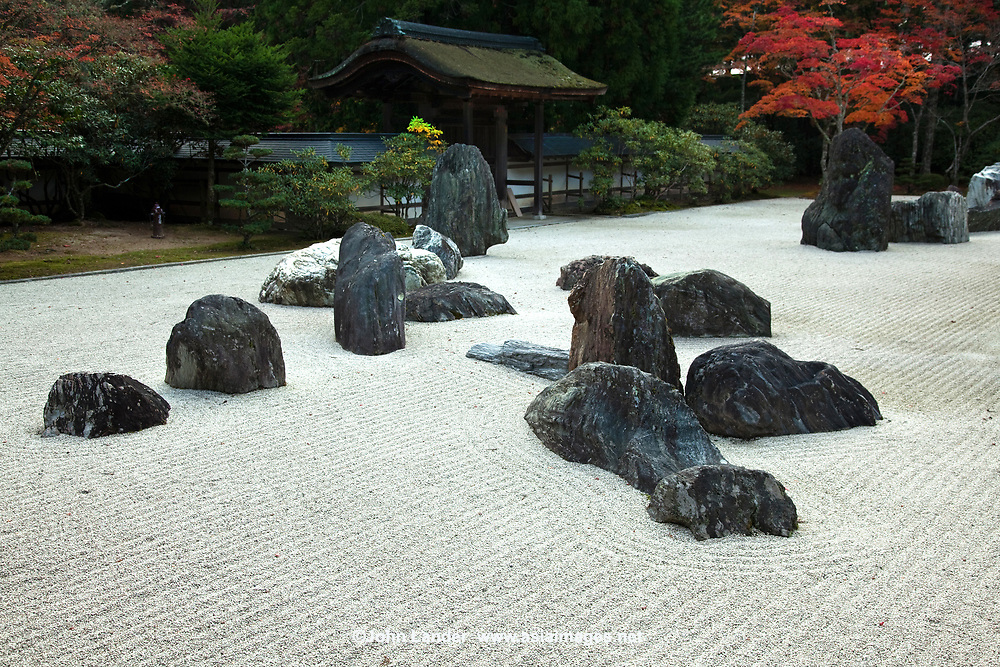 52.2 Banryutei 蟠龍庭 rock garden is Japan's largest dry landscape garden with 140 granite stones arranged to suggest dragons emerging from clouds to protect the temple.  It is within the grounds of Kongobuji.  The stones were brought in from Shikoku, birthplace of Kobo Daishi.