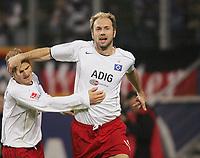 Fotball<br /> Bundesliga Tyskland 2004/05<br /> Hamburger SV v Freiburg<br /> 27. oktober 2004<br /> Foto: Digitalsport<br /> NORWAY ONLY<br /> 3-0 v.l. David Jarolim og målscorer Sergej Barbarez