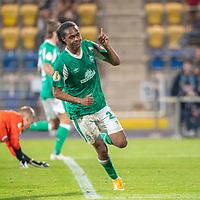 12.09.2020, Ernst-Abbe-Sportfeld, Jena, GER, DFB-Pokal, 1. Runde, FC Carl Zeiss Jena vs SV Werder Bremen<br /> <br /> 0:2 durch Tahith Chong (Werder Bremen #22) gegen Lukas Sedlak (Carl Zeiss Jena #12)<br /> Jubel<br /> <br /> <br />  <br /> <br /> <br /> Foto © nordphoto / Kokenge
