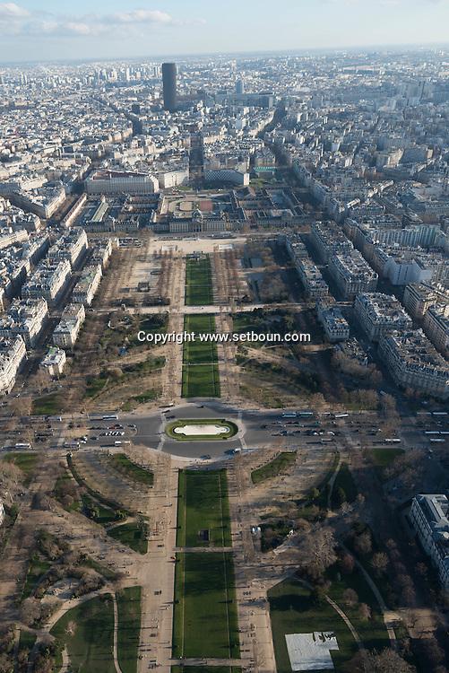 France. paris. 7th district. The Ecole Militaire and the Champs de Mars . Paris vue d'en haut